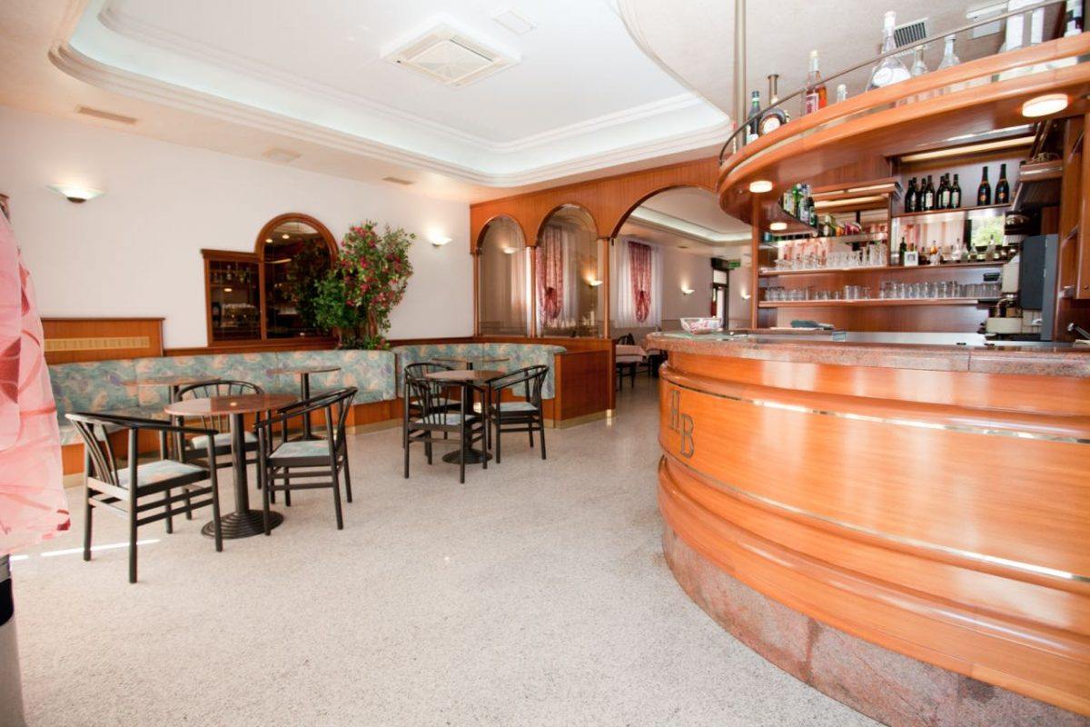 questo è il bar dell'hotel belvedere di sottomarina